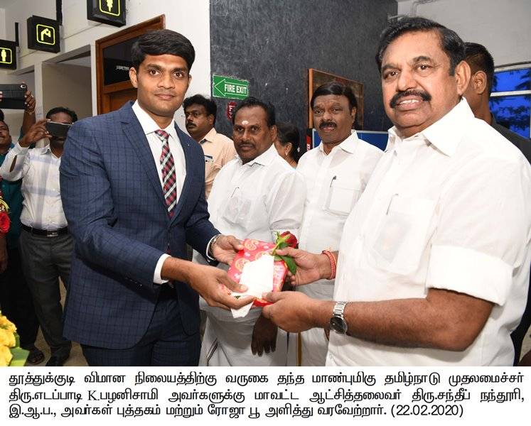 Collector welcomed the Honorable Chief Minister of Tamilnadu with providing of book and rose at Thoothukudi Airport