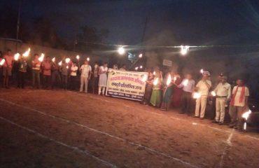 गीधा(मुंगेली)में मतदाता जागरूकता कार्यक्रम अंतर्गत जिला स्वीप समिति मुंगेली के तत्वाधान में EVM के प्रदर्शन के साथ कबड्डी प्रतियोगिता एवं मशाल रैली