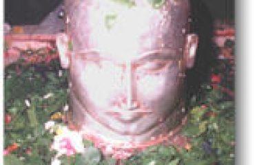 मंदिर मध्ये मूर्ती