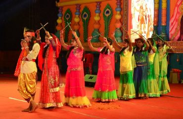 Dandiya_Dance_By_Girls