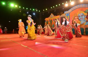 Group Dance On Radha Krishna Song