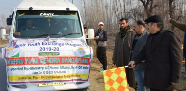 DC Budgam flags off 44 youths on cultural tour to Pune andHyderabad