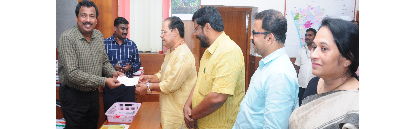Former MP Innocent sends one-year pension check to Collector S Shanavas for CM