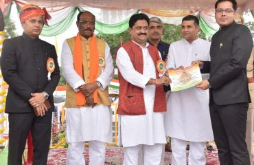 Prize to janpad officer
