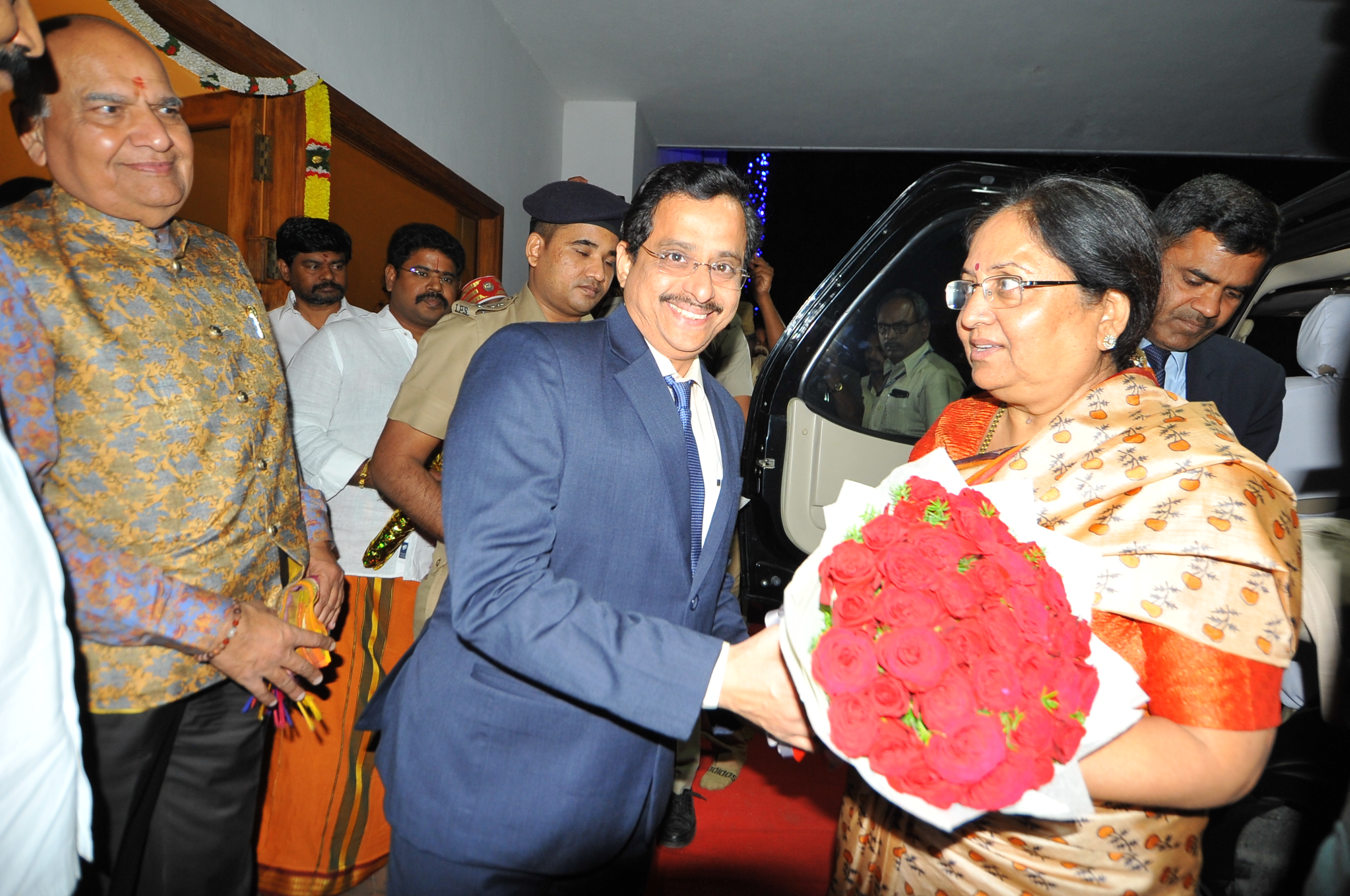 District Collector Welcoming Honourable Governor of Uttarakhand 02/01/2019