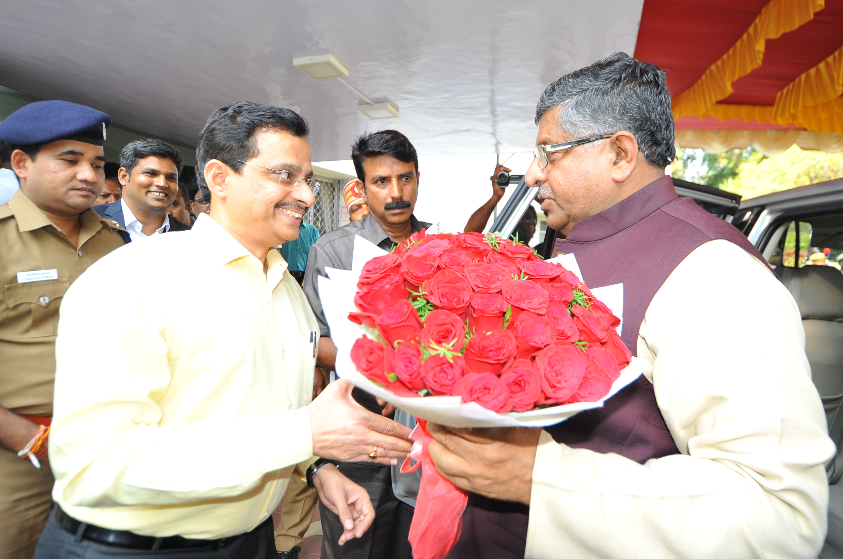 Honourable minister Shri Ravi Shankar Prasad Minister for Communications & Information Technology and Law & Justice Welcome by The District Collector