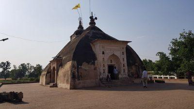 बहता बुजुर्ग मंदिर प्राचीन