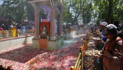Devotees Paying obeisance at Kheer Bhawani Temple during Kheer bhawani mela
