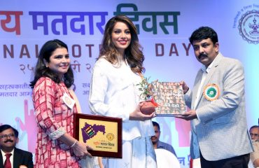 Collector Thane Welcoming chief guest Bipasha Basu