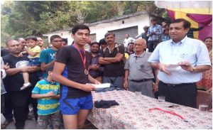 The District Magistrate rewarding Mr. Sheru Joshi, winner of the 40-kilometer marathon.