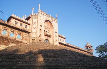 Taj-ul-Masajid gate