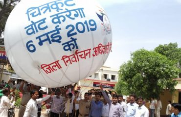 DM, SP launching hot air balloon.
