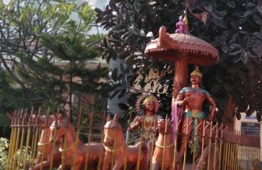 कृष्ण और अर्जुन मूर्ति