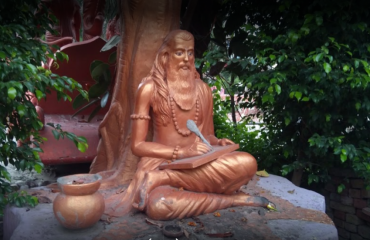 statue of maharishi valmiki in premises of hanuman dham