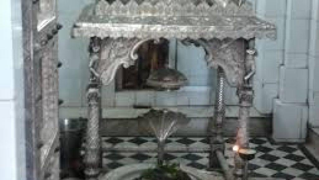 Jadeshvar Mahadev inner view