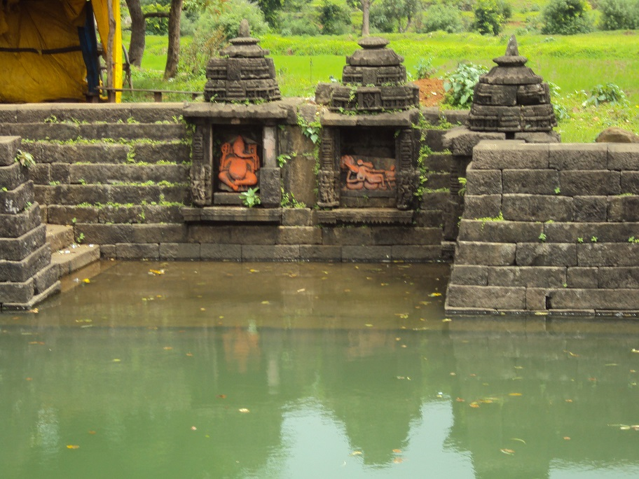 Pond at Amriteshwar Temple Ratanwadi