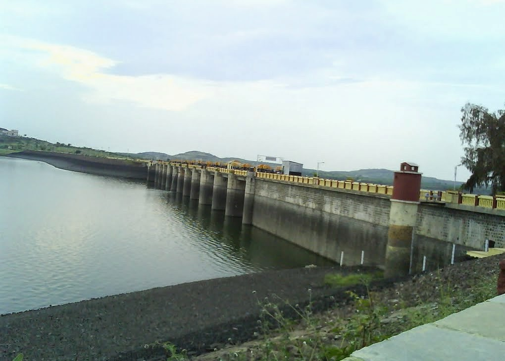 side view of Mula Dam