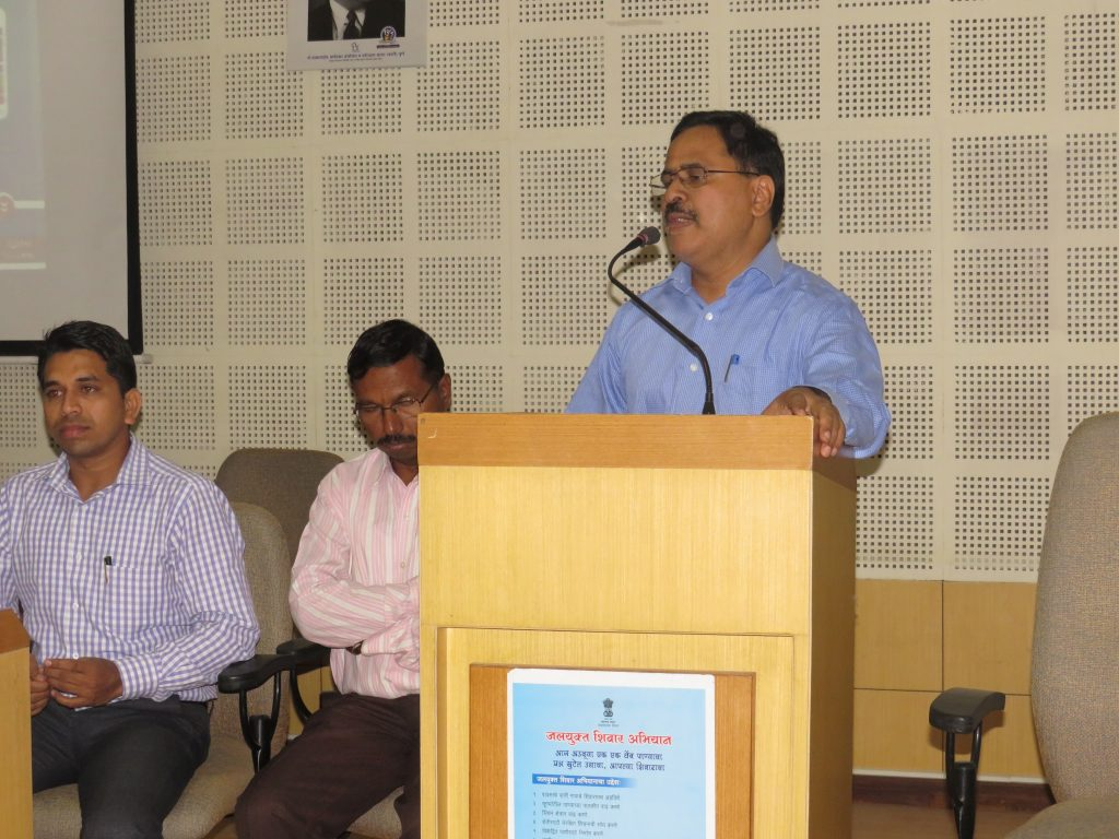 Collector Delivering Speech in Cashless Training