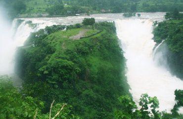 close view of Randha Falls