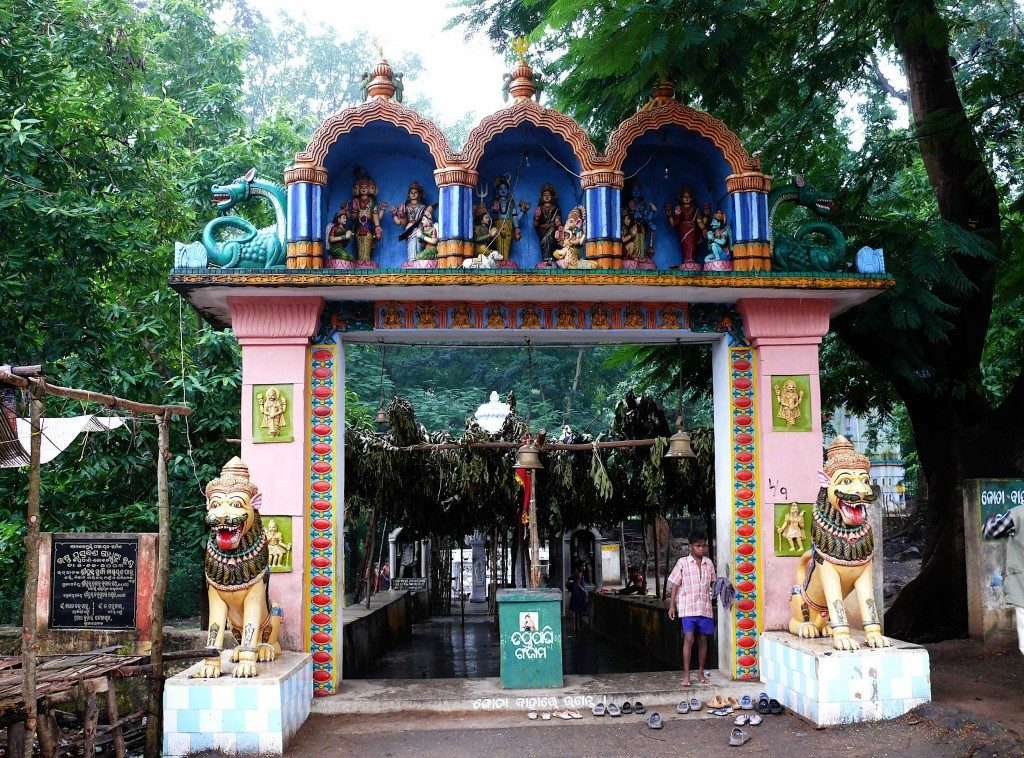 taptapani temple main entrance