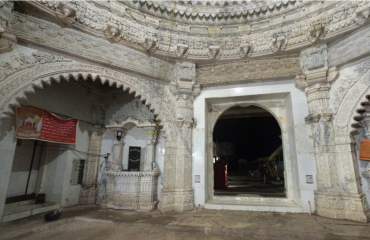 Interior of Chhoti Maa Bamleshwari Temple