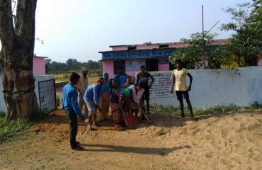 In the Panchayat of Rajnandgaon Block, cleanliness was done by paying a large number of people in the polling booth & surrounding areas.