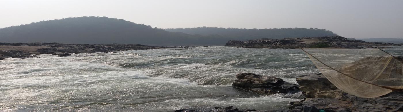 नदीचे दृश्य