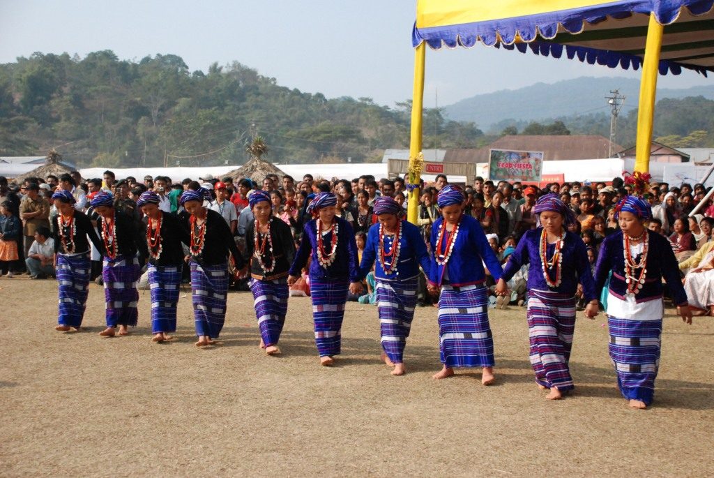 Tangsa ladies performing dance
