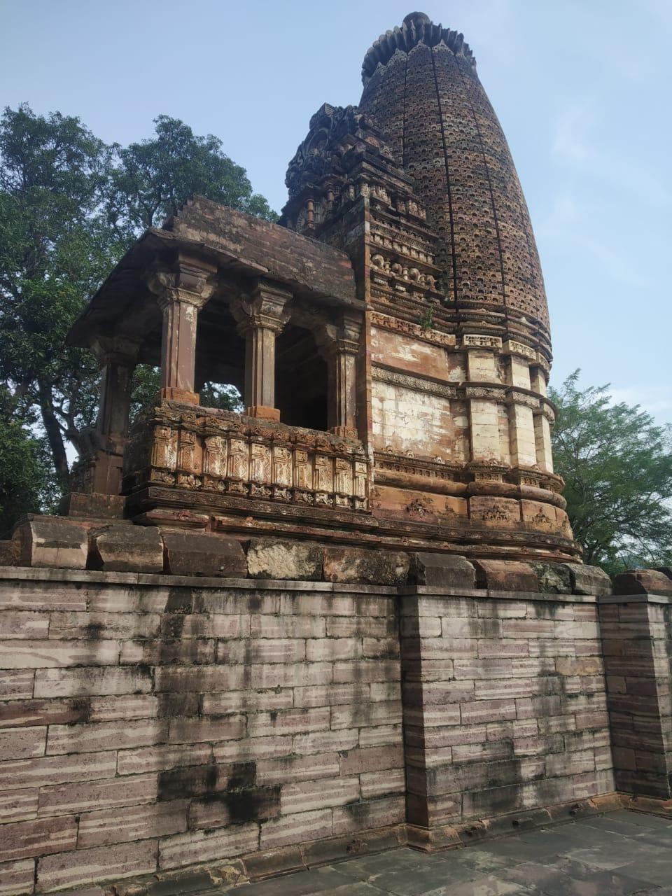 चंद्रेह शैव मंदिर और मठ