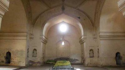 Qutub Shahi Tombs interior