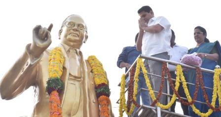 District Collector garlanded the statue of Dr. B.R. Ambedkar on eve of Dr. B.R. Ambedkar Vardhanti at Kakinada on 06-12-2018 .