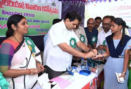 District Collector, Mayor Kakinada Municipal Corporation, JC-2, DH&HO, Municipal Commissioner, Kakinada and other officers participated in Dewarming Day programme at Recharlapeta, Kakinada on 08-02-2019.