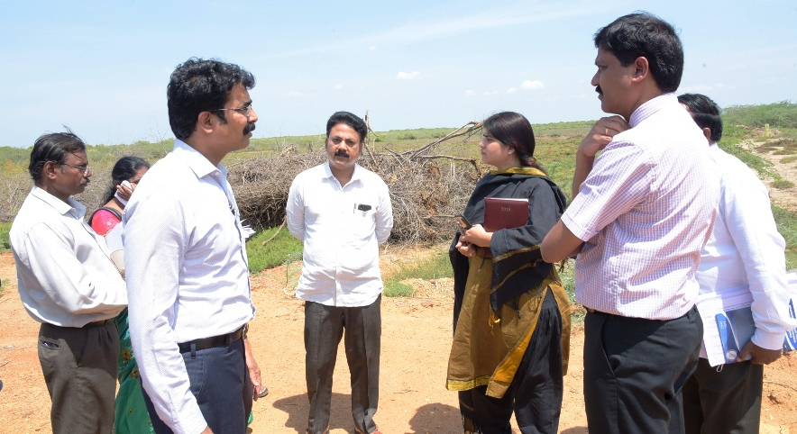 On 27.06.2019 District Collector visited Chollangipeta, Dummulapeta, Port areas in Kakinada.