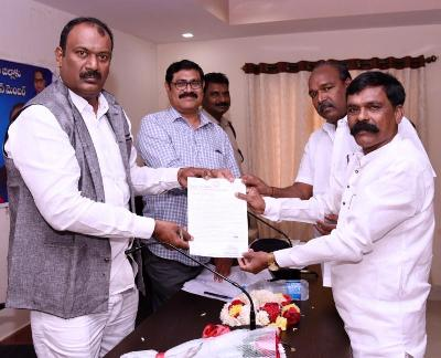 On 08-03-2020 Honourable State SC, ST Commission member received petitions and Applications from Public and reviewed with Addlitional SP, SC, ST Cell DSP, DRO, DD Social Welfare and Kakinada Municipal Commissioner at R&B Guest house, Kakinada.