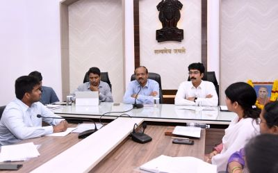 On 16-3-2020 Secretary to Chief Minister garlanded Amarajivi Potti Sri Ramulu Photo on eve of birth Anniversary Day. And conducted review meeting on House Sites at collectorate, Kakinada . District Collector, Joint Collector, Sub Collectors, RDOs, Municipal Commissioners, and District officers participated