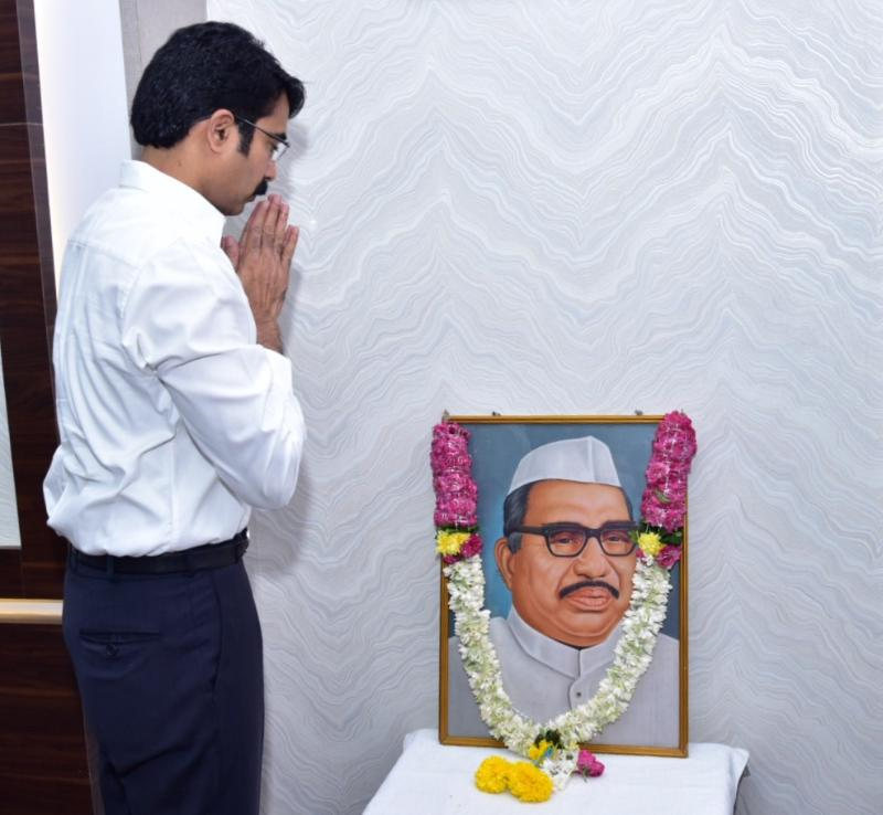 On 05.04.202 District Collector, Joint Collector, Kakinada City MLA, Joint Collector-2, DRO and JD social welfare Garlanded the portrait of Sri Babu jagjivan Ram on occasion of Birth Day of Sri Jagjivan Ram at Collectorate Kakinada.