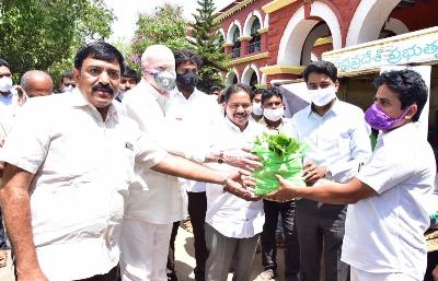 On 24.04.2020 Honourable Deputy Chief Minister, Social Welfare Minister, Member of Parliament Rajahmundry, Kakinada City MLA and Joint Collector launched vegetable basket @ Rs. 100/- through Mobile Rythu Bazaars to deliver to consumer door Step at collectorate Kakinada. Officials from Marketing Deparment, MEPMA and Horticulture Department coordinated.