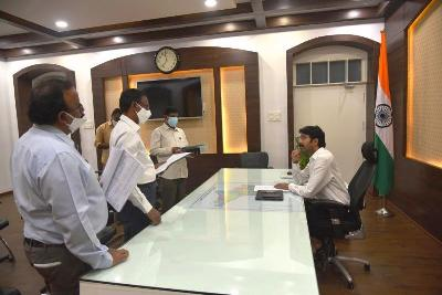 On 06.01.2020 District Collector conducted review meeting on progress of House site pattas distribution and layouts with the officers of concerned departments officials at Collectorate, Kakinada.