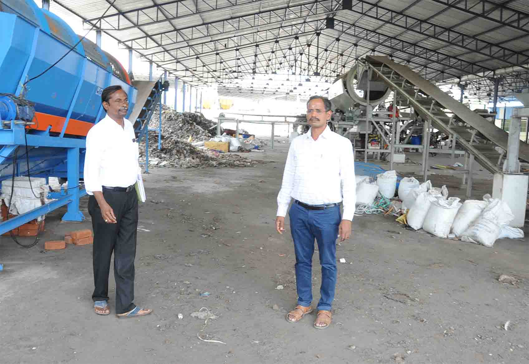 inspection at recycle waste