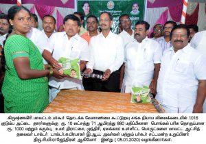 Collector presented pongal gift