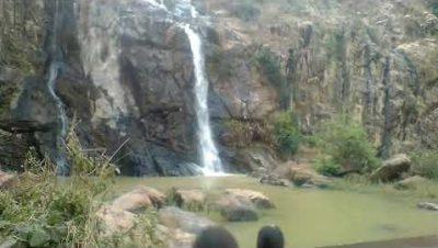 विकास खण्ड गौरेला के अंतिम छोर पर मौजूद बस्तीबगरा ग्राम पंचायत के पास लगभग 45 किमी दूरी पर झोझा जल प्रपात