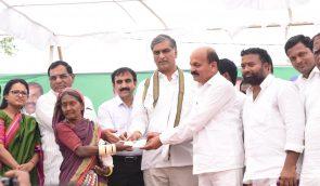 Sri Harish Rao, Minister distributed Cheques and Pattadar Passbooks