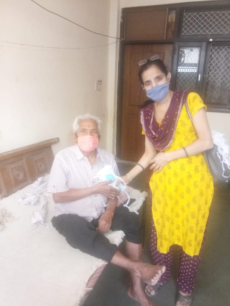 Free distribution of masks and sanitizers to people by the officials and BLOs of AC 36, Bijwasan6
