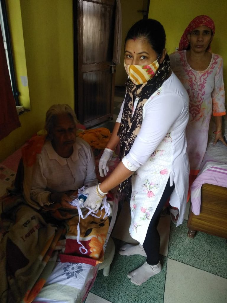 Free distribution of masks and sanitizers to people by the officials and BLOs of AC 36, Bijwasan4
