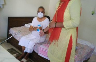 Free distribution of masks and sanitizers to people by the officials and BLOs of AC 36, Bijwasan3