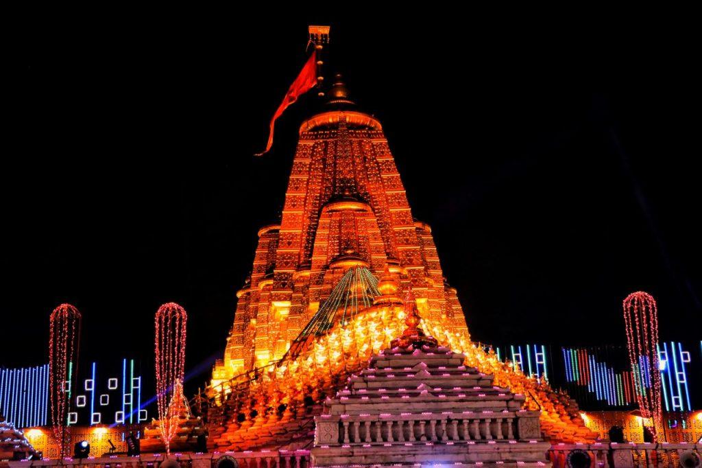 રાત્રે મંદિર દૃશ્ય