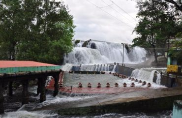 Thirparappu Falls with Garden