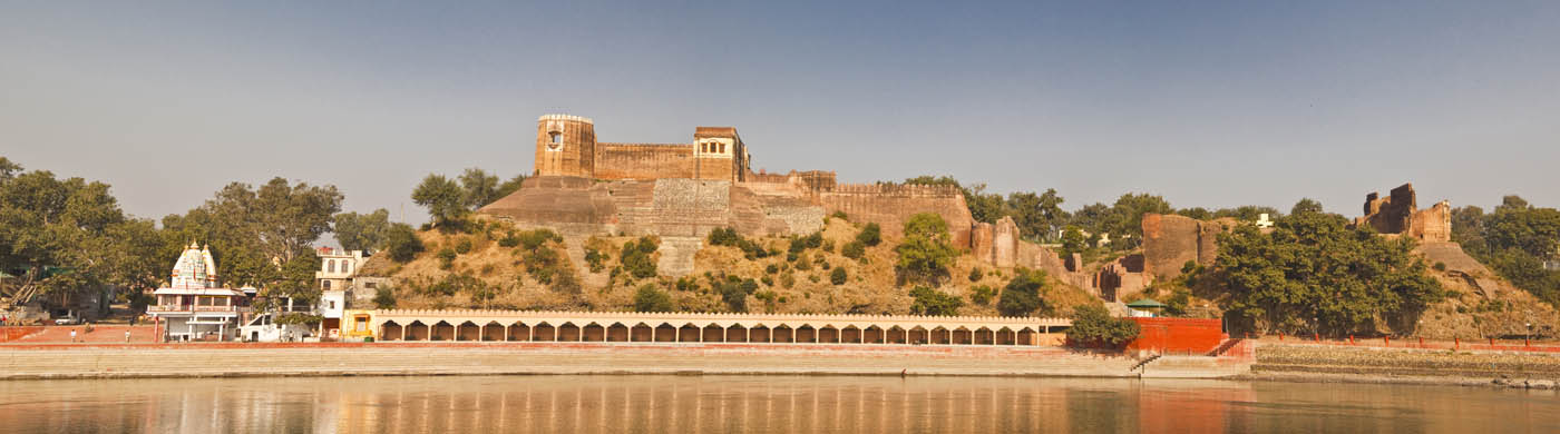 [Akhnnor Fort alongside River Chenab]