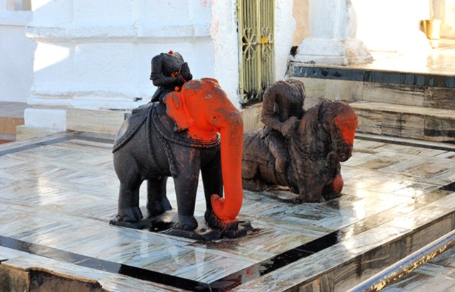 elephant statue in narmada temple