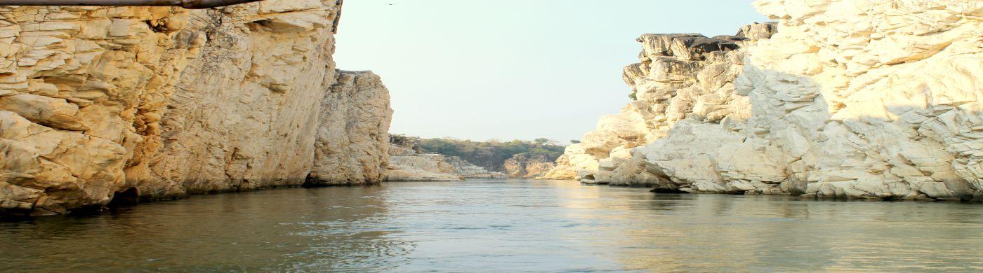 Bhedaghat-Marble-Rocks